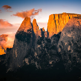 Alpine Glow at the Sciliar Massive | South Tyrol (IT) by Franz Engels - Landscapes Mountains & Hills ( alpenglühen, südtirol, sciliar massive, schlern, alpine glow, landscape, landschaftsfotografie, dolomiten, south tyrol, mountains, v6_v_2x3, moody, italy, evening )