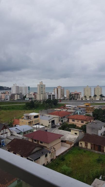 Apto Com Vista Mar 2 dormitórios Locação Anual R$ 1.650,00 com condomínio.