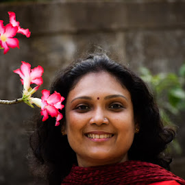 lady posing with flowers by Rahul Manoj - Novices Only Portraits & People ( maroon, lady, pink, stem, flower )