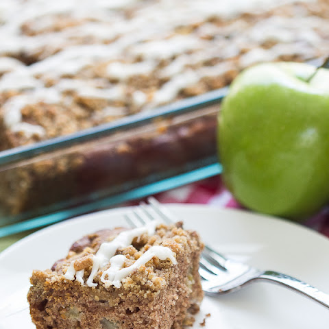 Graham Cracker Streusel Apple Cake