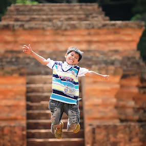 I CAN FLY by Taufiq Hidayat - Babies & Children Children Candids