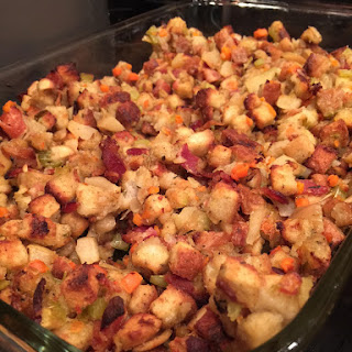 Herb Seasoned Stuffing with Apples and Bacon