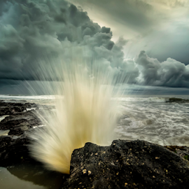 get the moment by Raung Binaia - Landscapes Waterscapes