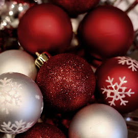 Red Christmas by Don Cailler - Public Holidays Christmas ( balls, red, tree, christmas, ornaments )