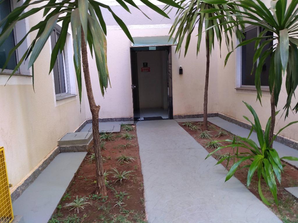 Apartamento com 2 dormitórios para alugar, 49 m² por R$ 600/mês - Conjunto Umuarama - Uberaba/MG