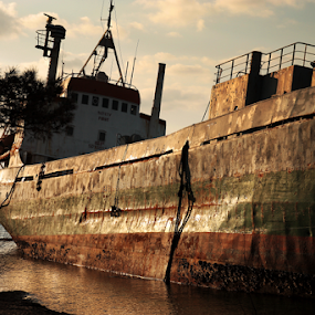 grounded ship I by Giancarlo Ferraro - Transportation Boats ( old, ship, ground, sea, boat, coast )