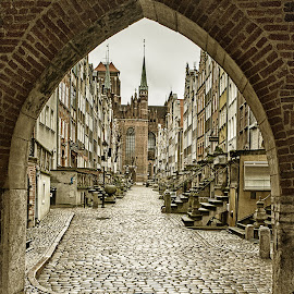 Brama Mariacka by Rune Nilssen - City,  Street & Park  Street Scenes ( polen, gdansk, clebnicka, fuji, x100, rune )