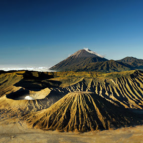Photo Bromoku by Hirza Kini - Landscapes Mountains & Hills ( indonesia, landscape, bromo )