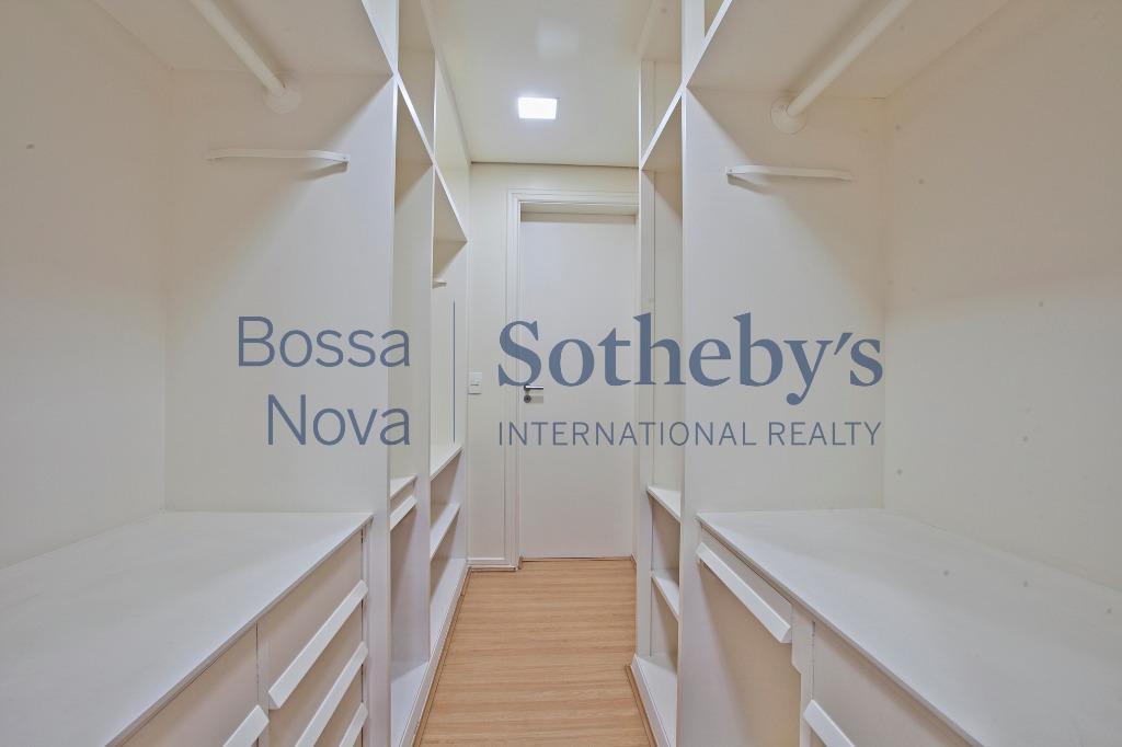 Amplo apartamento em andar alto e ótima localização