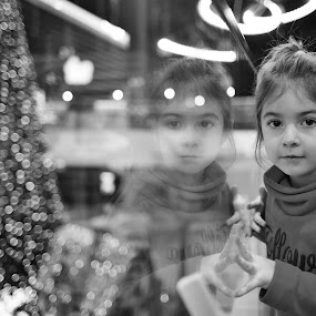 Xmas portrait in BW by Nicu Buculei - Babies & Children Child Portraits ( reflection, black and white, xmas, christmas, portrait,  )