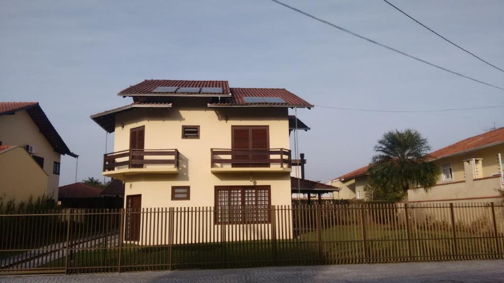 Sobrado à venda  no América - Joinville, SC. Imóveis