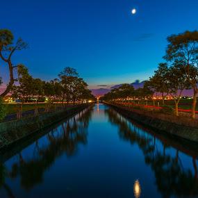 Moonlight shedding by Jay Chen - Landscapes Starscapes