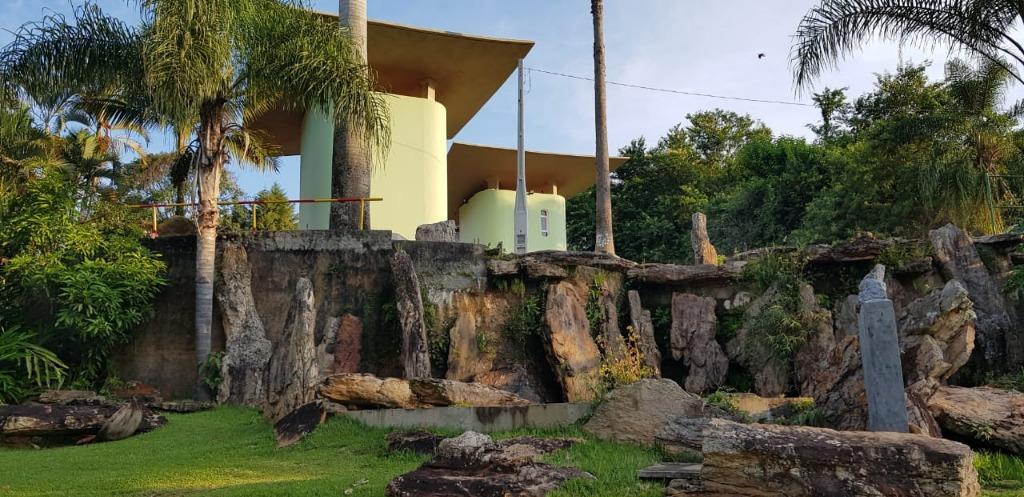 lote com 338m², ótima localização, topografia leve declive, documentação em ordem, pronto para construir.o residencial jardim...