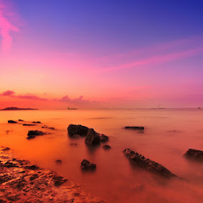 quiet sunset by Assoka Andrya - Landscapes Waterscapes