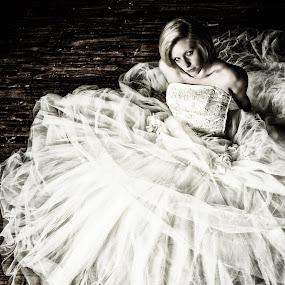 Bride waiting by Melanie Metz - Wedding Bride ( woman, dress, wedding, bride, marriage )