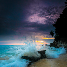 Playing with the Waves by Oyi Kresnamurti - Landscapes Waterscapes ( sabang, waterscape, indonesia, wave, sea, seascape, slow shutter,  )