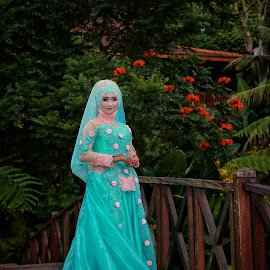 A graceful bride by Mardi Tri Junaedi - Wedding Bride ( #garden, #bridge, #resto, #malang, #beautiful,  )