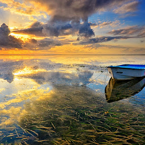 Lost and Lonely by Hendri Suhandi - Landscapes Sunsets & Sunrises ( bali, sanur, travel, sunrise, beach )