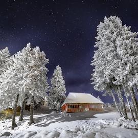 Privind stelele căzătoare... by Adrian Urbanek - Landscapes Mountains & Hills