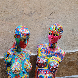 Painted Statues by Victor Eliu - Artistic Objects Other Objects ( statue, ancient city, coloured, street, artistic, nice, france, artistic object, objects )