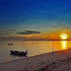 Sunrise @ Tanjung Kelayang by Anif Putramijaya - Landscapes Waterscapes