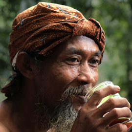 by Abus  Salim - People Portraits of Men