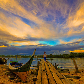 Kampung Batu Putih, Sandakan by Armie YS Yusop Teppo - Landscapes Weather ( water, boat., waterscape, sunset, waterm waterscape, beach, boat )