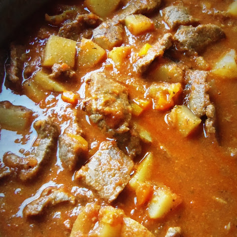 Carne Guisada con Papas (Mexican Braised Beef with Potatoes)