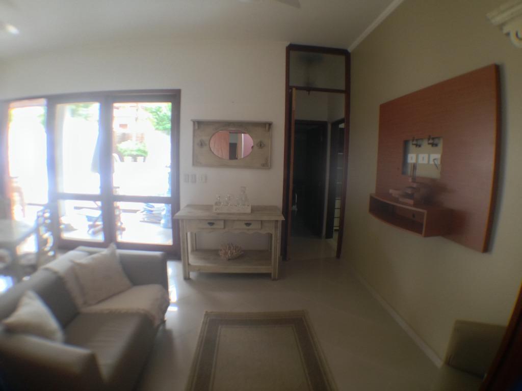 Excelente casa em Condomínio Clube