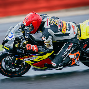 Commited  by Kain Dear - Sports & Fitness Motorsports ( speed, bikes, superbike, racing, motorcycle, wets, fast )