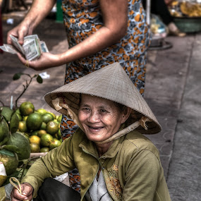 Morning smile by Lina Sariff - People Street & Candids ( can tho, old lady, street, vietnam, street market )