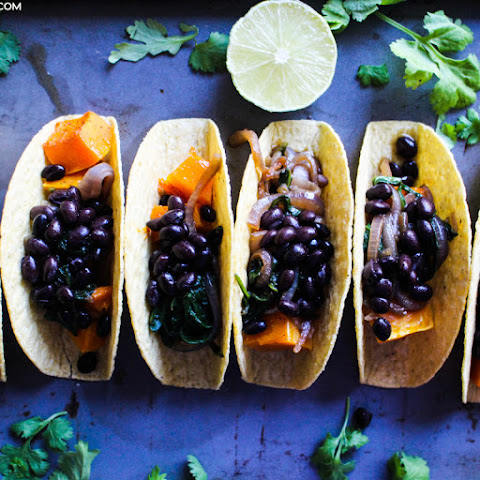 Roasted Butternut Squash, Spinach & Black Bean Tacos Recept | Yummly