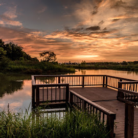 Sunset Rosenberg by John Chitty - Landscapes Sunsets & Sunrises ( sunset, texas, landscape, seabourne creek park, rosenberg tx )