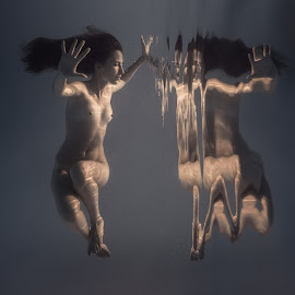 Not a dream by Dmitry Laudin - Nudes & Boudoir Artistic Nude ( girl, nude, swim, dive, beauty )