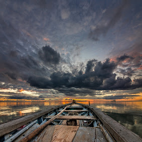 Facing the horizon , let's be free  by Donnyfer Philippe - Landscapes Sunsets & Sunrises