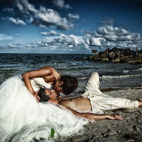 by Cemhan Biricik - Wedding Bride & Groom