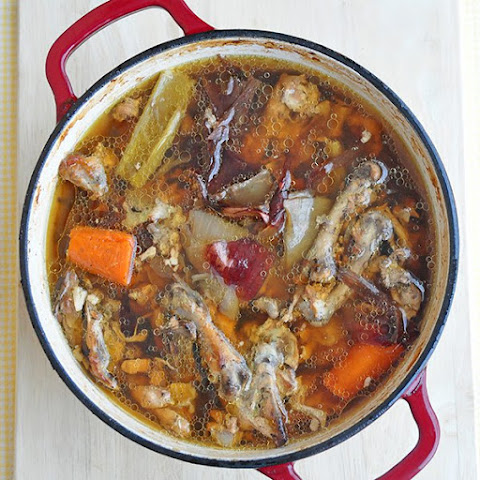 How to Make Inexpensive No Fuss Chicken or Beef Stock in the Oven
