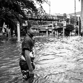 even amid the flood, this boy still enjoy. by Garry Andrew - Novices Only Street & Candid