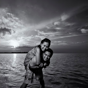 Love Behind The Sunset by Stuart Rango - People Couples ( white, pwcprofiles, couple, black )