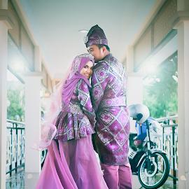 Malay Couple by Mohd hafizan Ilias - Wedding Bride & Groom ( love, malay wedding, wedding photography, wedding, malaywedding, asia, wedding dress, couple, malaysia, malaysian wedding, asian )