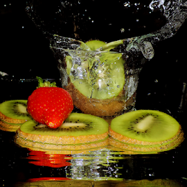 kiwi and strawberry by LADOCKi Elvira - Food & Drink Fruits & Vegetables ( fruits )