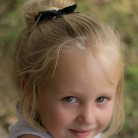 Katelyn by Leanne Vorster - Babies & Children Child Portraits ( blonde, girl, portrait, outside )