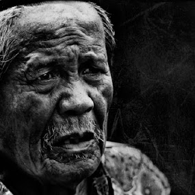 meratap by Zulkifli Sukarta - People Portraits of Men ( pwcprofiles )