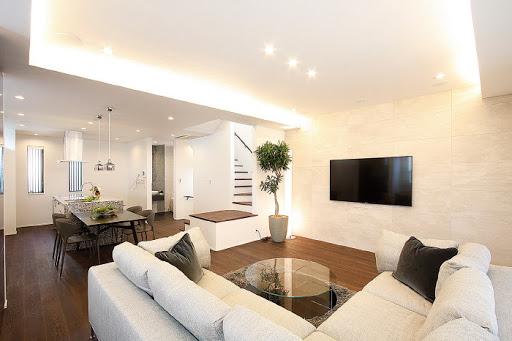 2階:約26帖のリビングには、ビルトインエアコンと床暖房完備。