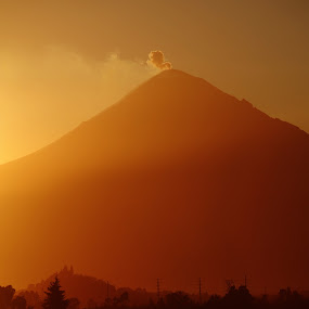 Smoking at sunset by Cristobal Garciaferro Rubio - Backgrounds Nature ( volcano, mexico, sunset, puebla, popocatepetl, smoking volcano, sholula )