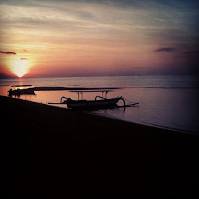 Sunset end by Yudya Daton - Instagram & Mobile Instagram ( holiday, bali, instagram, niceview, likes, traveler, beach, iphone, lovina, 3gs )