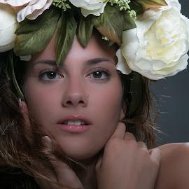 Deborah by Orietta Godani - People Portraits of Women ( studio, modella, deborah, fiori, ritratto )