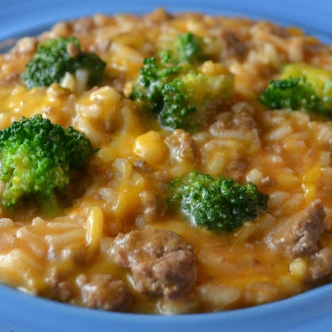 Cheesy Ground Beef, Rice and Broccoli Skillet