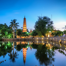 Tran Quoc Pagoda by Dong Bui - Landscapes Travel ( reflection, west lake, tran quoc pagoda, hanoi, lake, tourism, vietnam, travel )