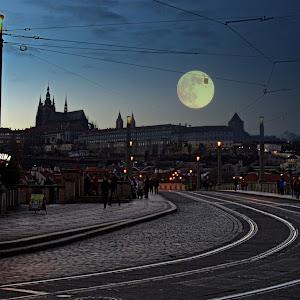 Praha a měsíc.jpg